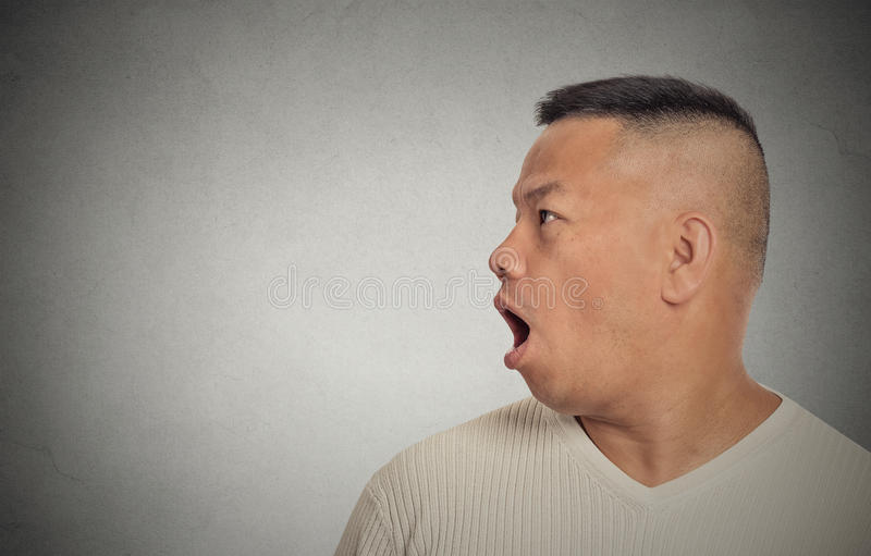 Discurso envejecido centro lateral del hombre del perfil imagenes de archivo