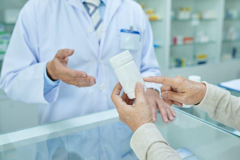 Discusión de la nueva medicina fotografía de archivo