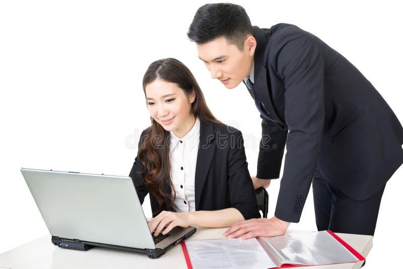 Discussão do homem de negócios e da mulher de negócios imagem de stock