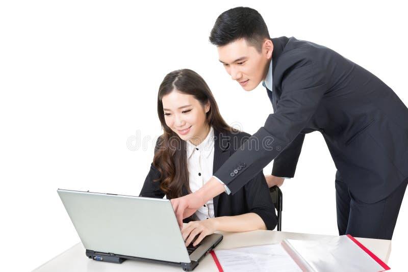 Discussão do homem de negócios e da mulher de negócios fotografia de stock