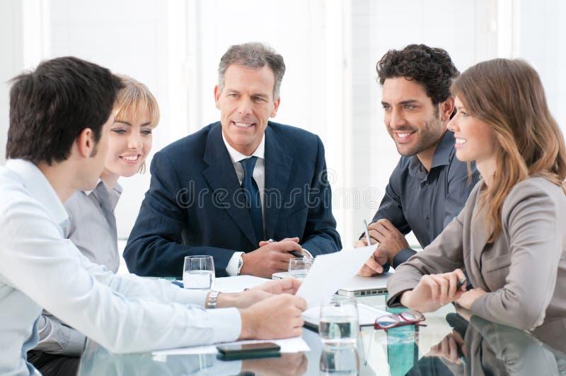 Discussão e cooperação fotos de stock royalty free