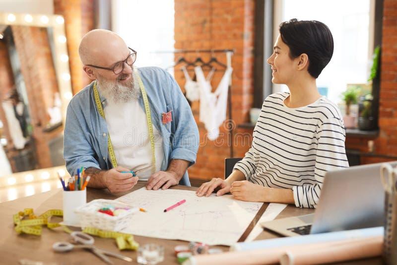 Discussão em costurar a loja fotos de stock royalty free