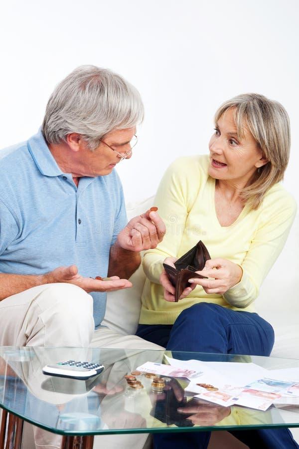 Discussão idosa dos pares financeira foto de stock
