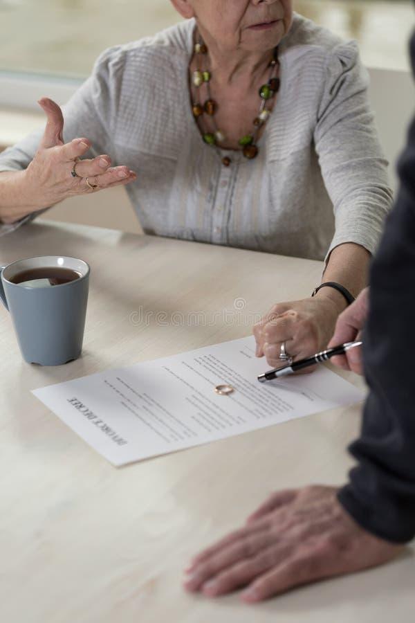 Discussão sobre o divórcio foto de stock