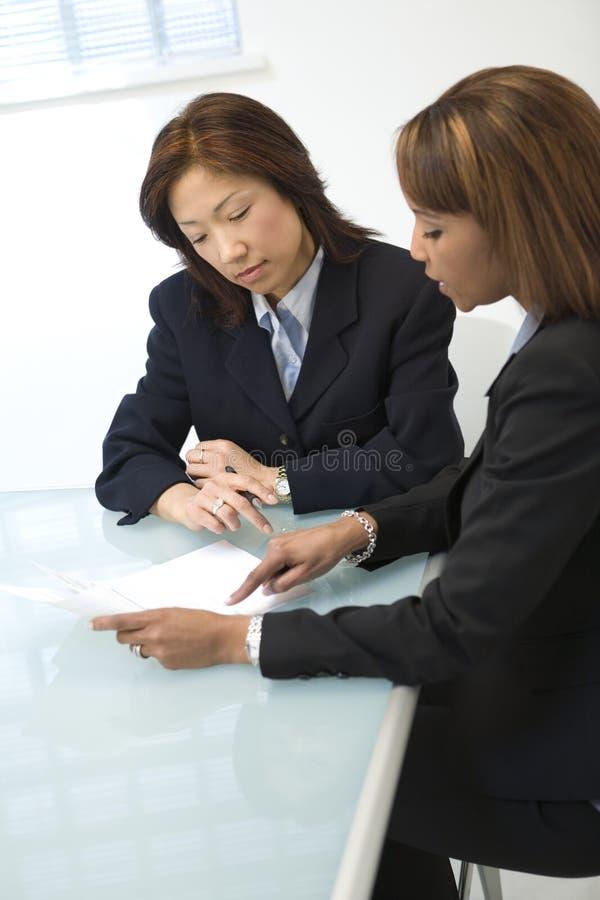 Discussion d'affaires photos stock