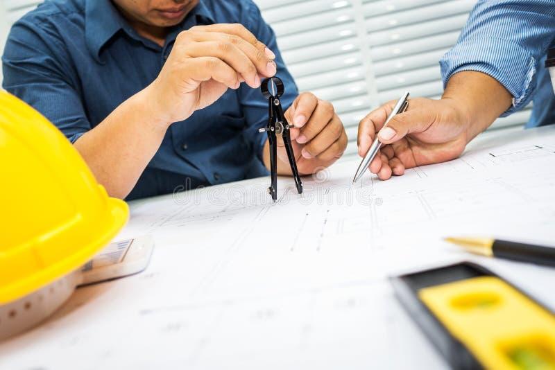 Discussion d'entrepreneur et d'ingénieur image libre de droits