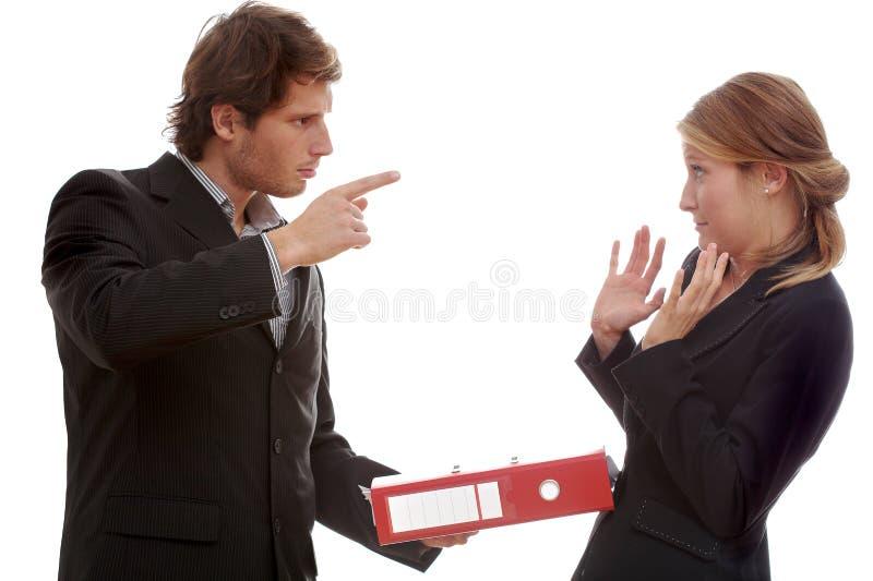 Discussione, capo e lavoratore dell'ufficio immagine stock