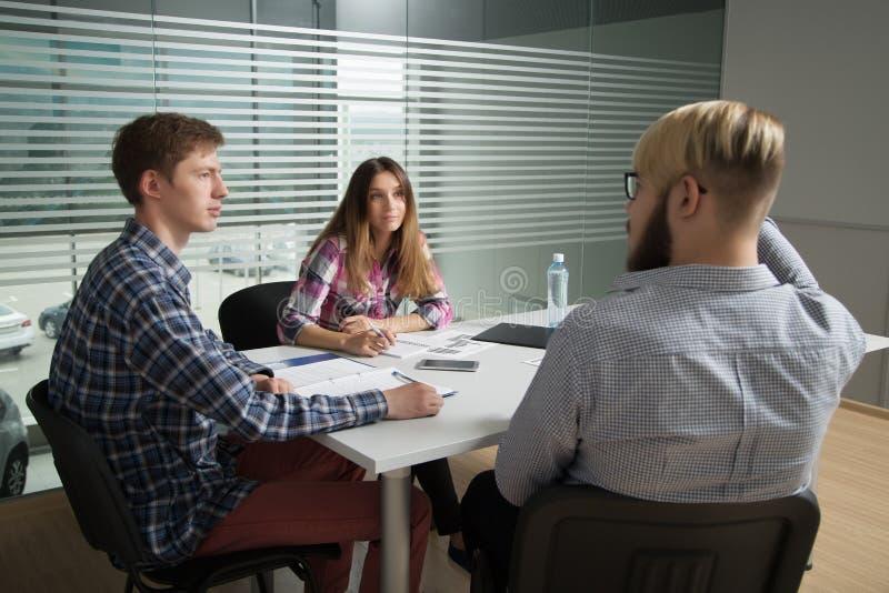 Discussione sui business plan immagini stock