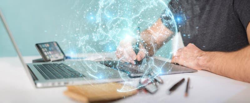 Diseñador gráfico que usa el holograma de la red del globo con América los E.E.U.U. m ilustración del vector