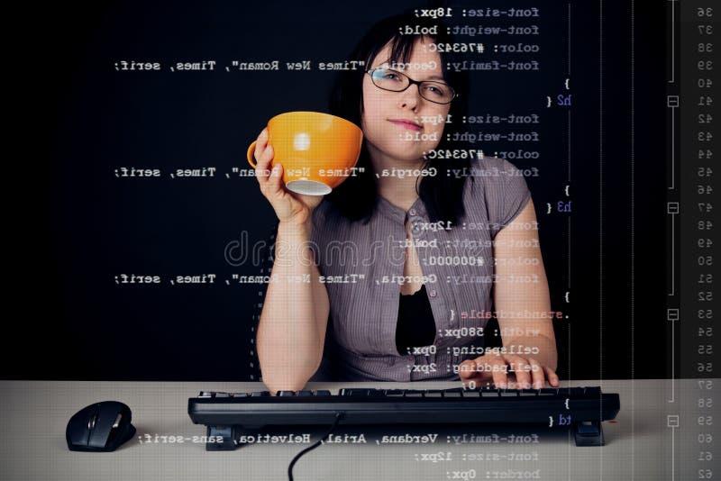 Diseñador joven Typing Css Definitions fotos de archivo