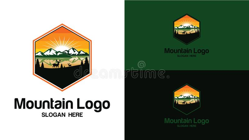 Diseñe el fondo de la montaña con ciervos dentro de y un árbol de pino Plantilla del diseño del logotipo Ilustración del vector libre illustration