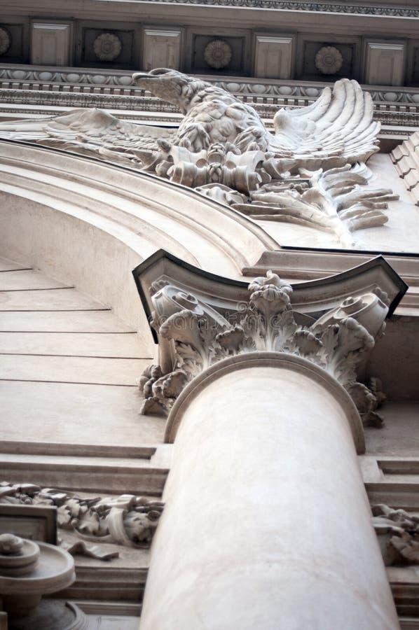 Diseño clásico de la fachada imagen de archivo libre de regalías