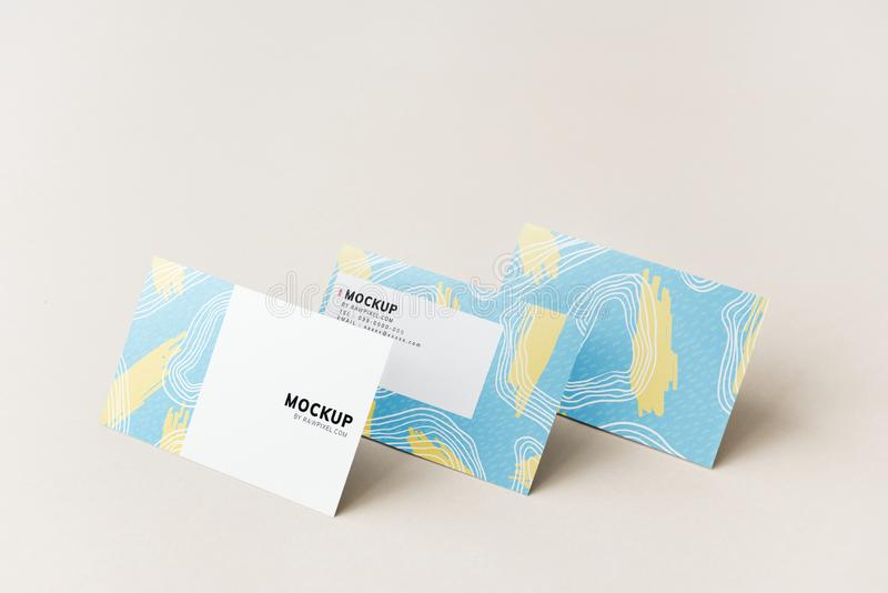 Diseño colorido de la maqueta de las tarjetas de visita fotografía de archivo