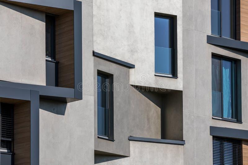 Diseño contemporáneo de casas vivas multifamiliares imagenes de archivo