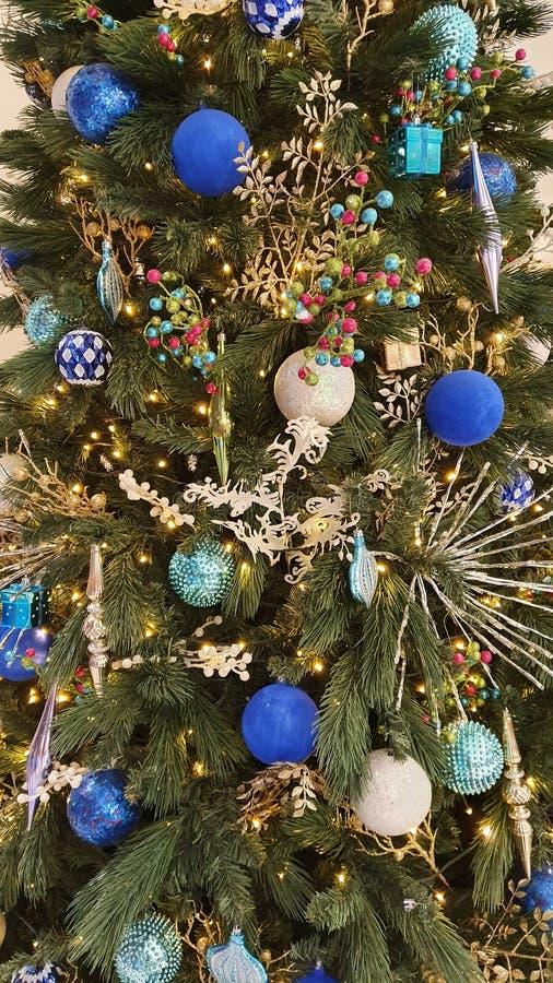Diseño de árbol de Navidad en Cebú, Filipinas imagen de archivo