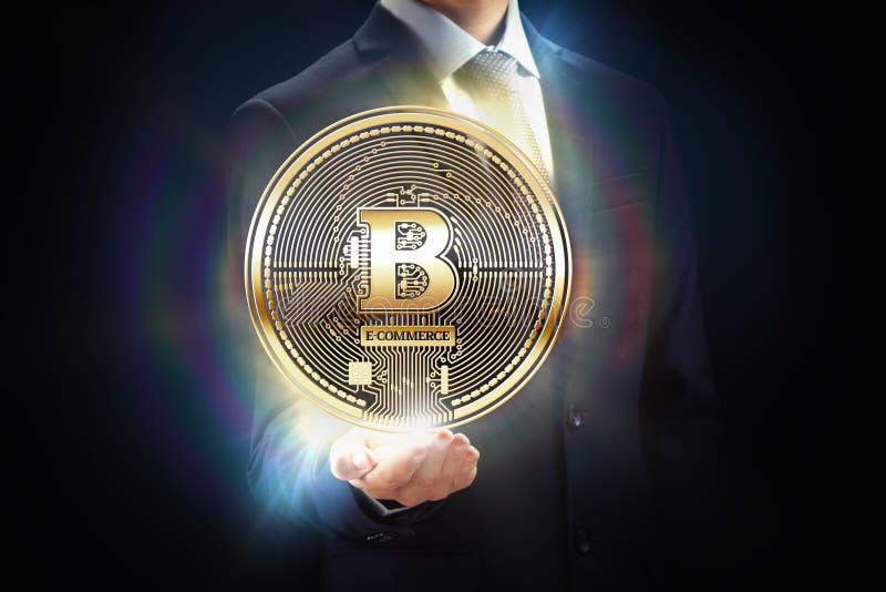 Diseño de concepto del pedazo de la explotación minera de la moneda de Cryptocurrency Hombre de negocios con la cadena de bloque  imagen de archivo libre de regalías