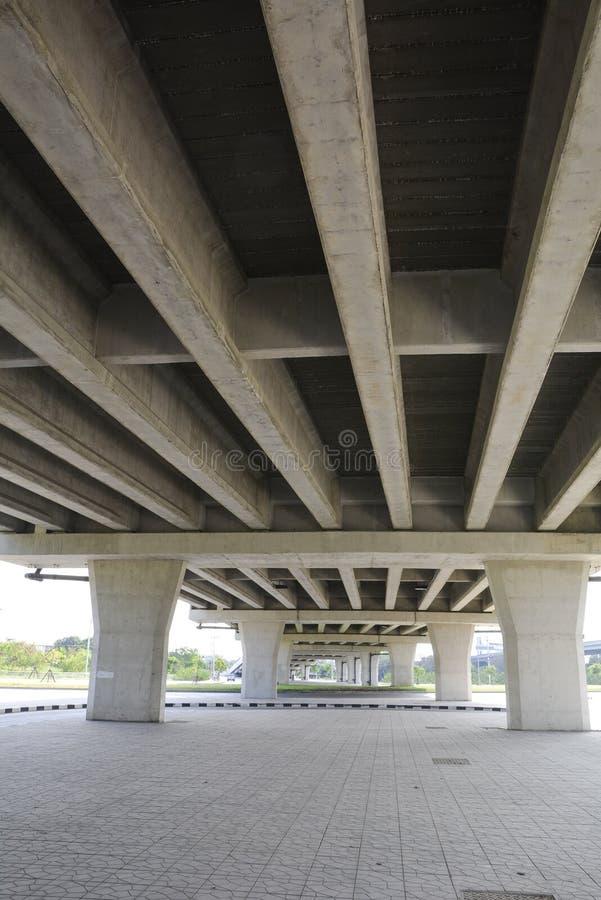 Diseño de la estructura debajo del puente imágenes de archivo libres de regalías