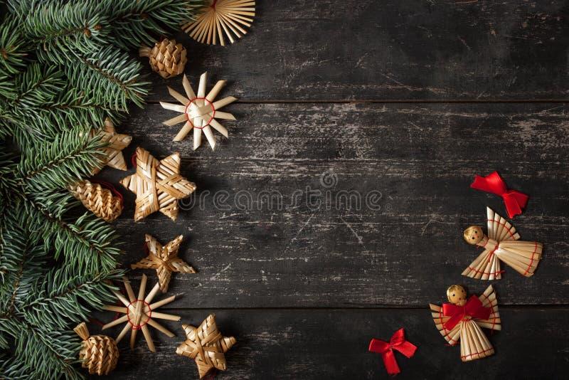 Diseño de la frontera de la Navidad en el fondo de madera fotos de archivo libres de regalías