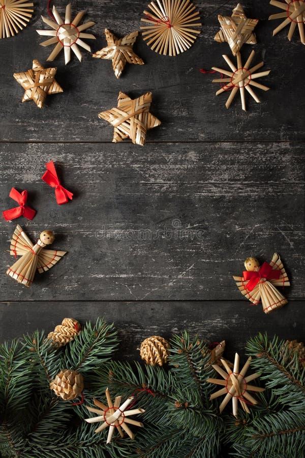 Diseño de la frontera de la Navidad en el fondo de madera imagen de archivo libre de regalías