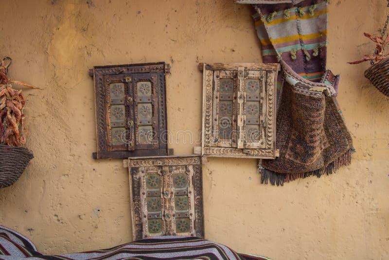 Diseño de la pared en el restaurante árabe fotos de archivo