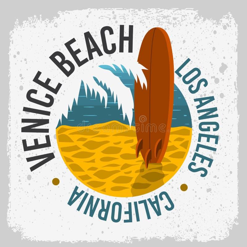 Diseño de la resaca de Venice Beach que practica surf California con un tablero de resaca en la playa y Logo Sign Label de hoja d ilustración del vector