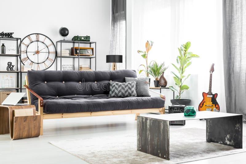 Diseño de la sala de estar del ` s del individuo fotografía de archivo