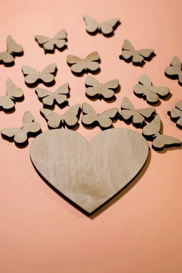 Diseño de tarjetas, declaración del amor, mariposas del corazón imágenes de archivo libres de regalías