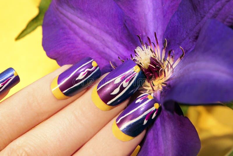 Diseño del clavo del amarillo de la lila del verano fotos de archivo