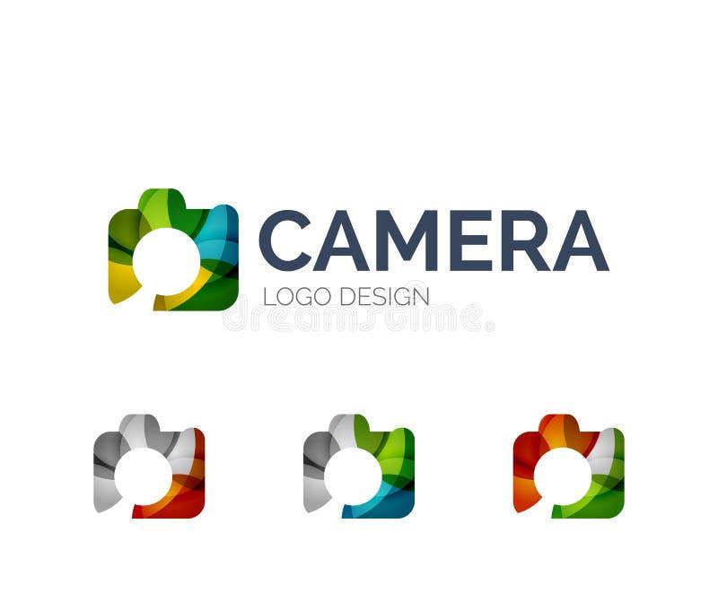 Diseño del logotipo de la cámara hecho de pedazos del color ilustración del vector