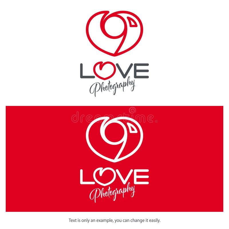 Diseño del logotipo de la fotografía del amor Icono mínimo de la cámara en forma de corazón stock de ilustración
