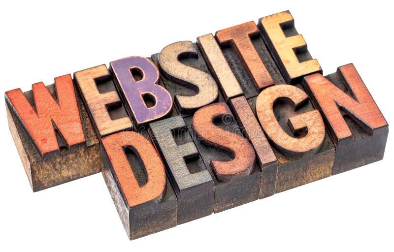 Diseño del sitio web en tipo de madera de la prensa de copiar foto de archivo