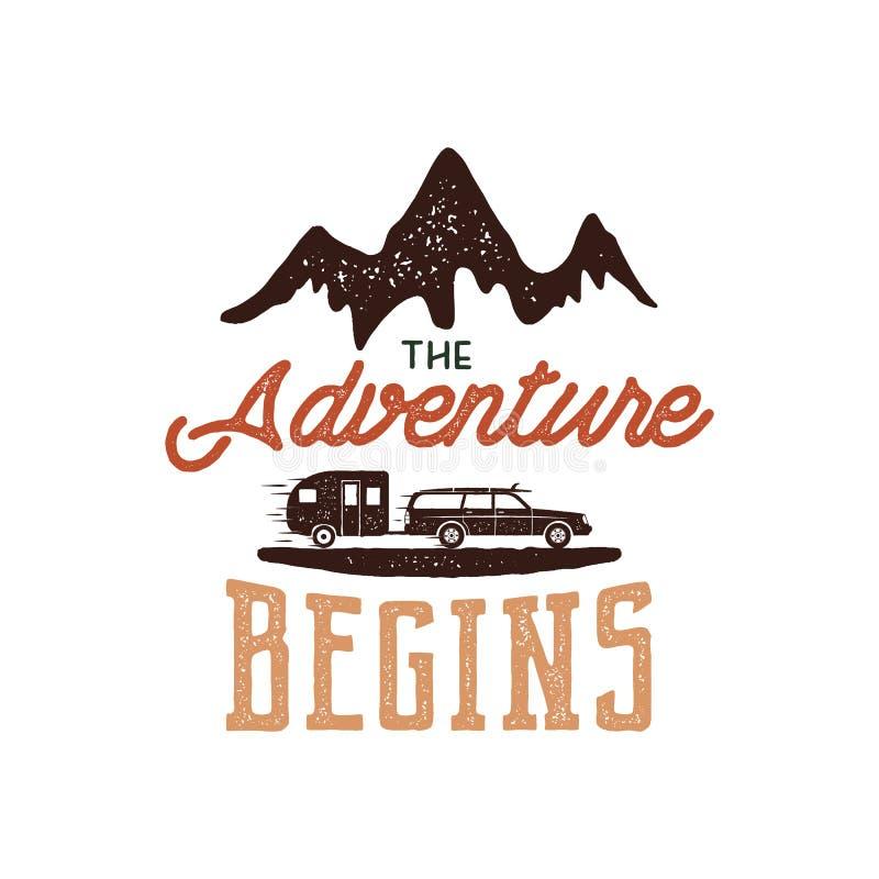 Diseño dibujado mano de la etiqueta de la aventura del vintage La aventura comienza los símbolos de la muestra y de la actividad  libre illustration