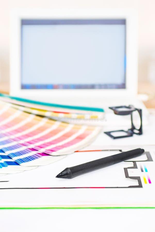 Diseño gráfico y concepto de la impresión imagenes de archivo