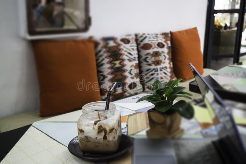 Diseño interior de Indy en café de la calle imagenes de archivo