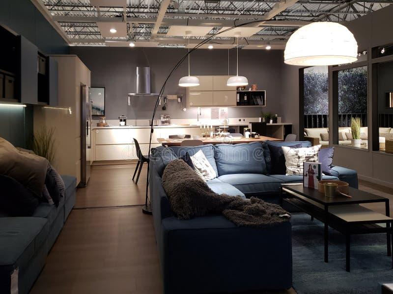 Diseño interior de la casa moderna agradable en la tienda de IKEA fotos de archivo libres de regalías