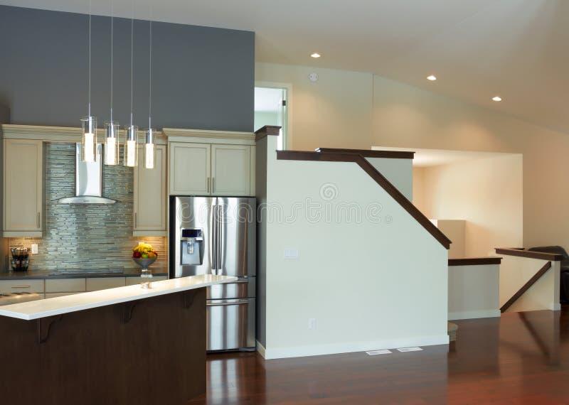 Diseño Interior De La Cocina Moderna Foto de archivo - Imagen de ...