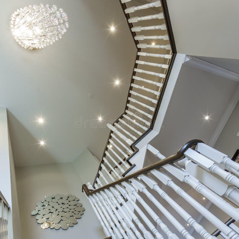 Diseño Interior De Las Escaleras De La Madera Dura Imagen de archivo ...