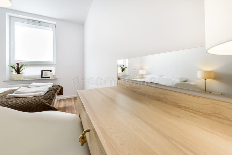 Diseño interior del dormitorio moderno imagenes de archivo