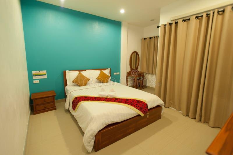 Diseño interior: Dormitorio moderno grande imagen de archivo libre de regalías