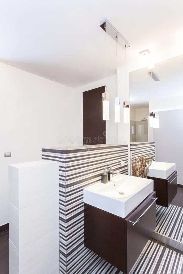 Diseño magnífico - cuarto de baño fotografía de archivo libre de regalías
