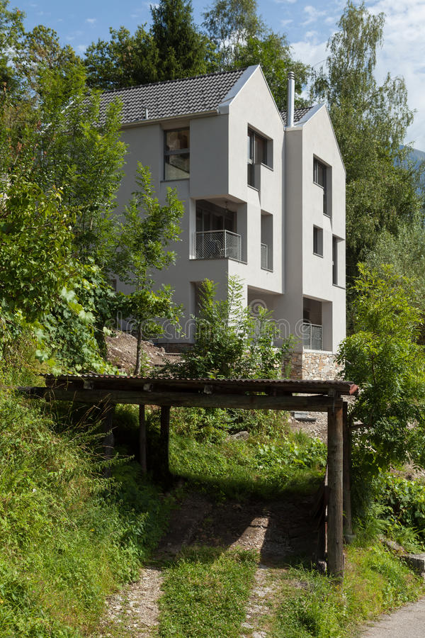 Diseño Moderno De La Arquitectura, Chalet, Escena Del Día Foto de ...