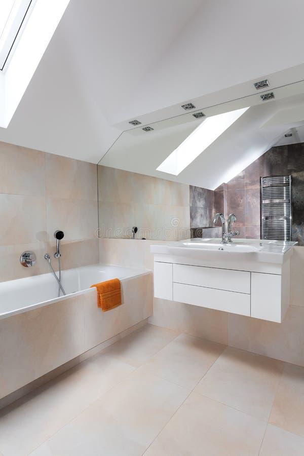 Diseño moderno del cuarto de baño fotos de archivo libres de regalías