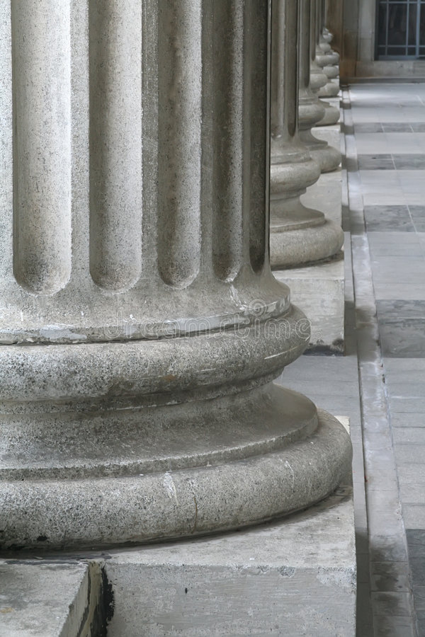 Diseño romano de la configuración griega en pilares o Colu foto de archivo
