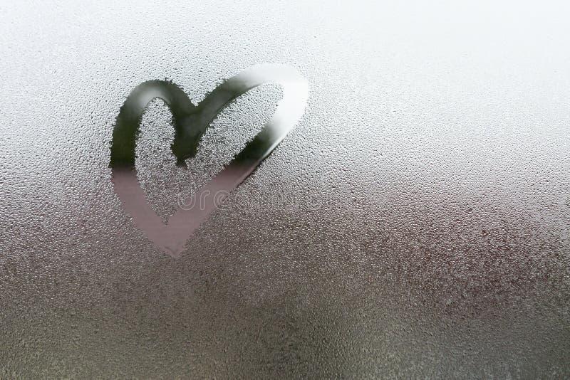 Disegni il cuore sul vapore fotografia stock