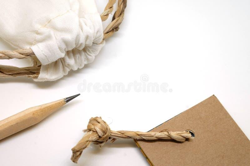Disegni a matita, borsa del tessuto ed i toni di carta dell'etichetta d'annata fotografia stock