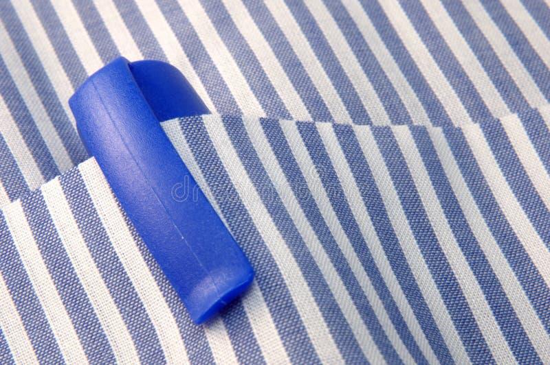 Disegni a matita sulla casella della camicia immagine stock libera da diritti