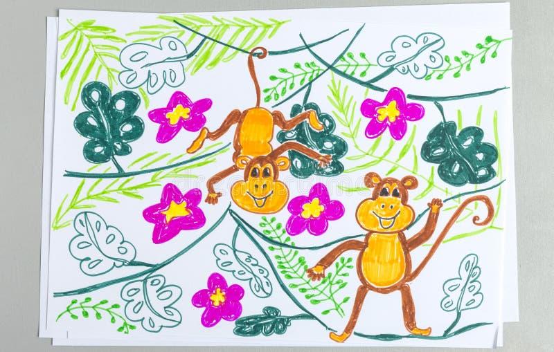 Disegno del bambino delle scimmie sveglie sulle piante isolate su fondo bianco fotografia stock libera da diritti