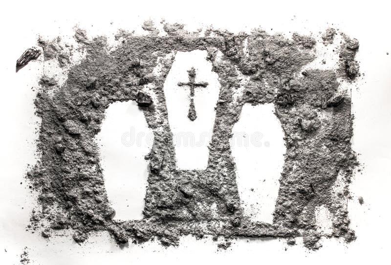 Disegno del cascet tre o della bara fatto in cenere, polvere, sporcizia fotografia stock libera da diritti