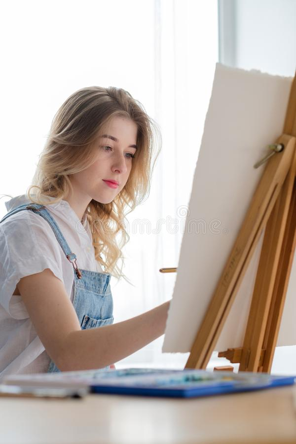 Disegno dell'acquerello di ispirazione della classe di arte della pittura fotografie stock