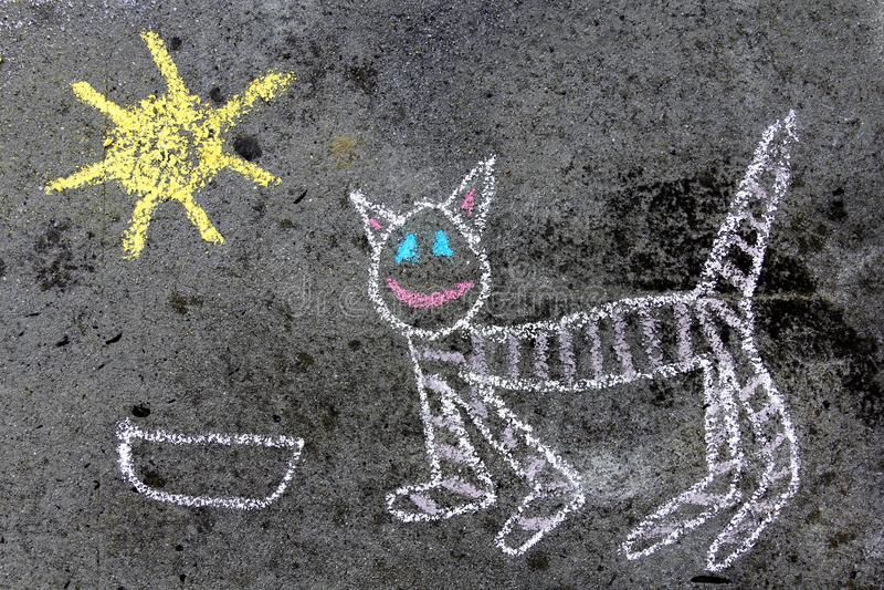 Disegno di gesso variopinto: gatto divertente fotografie stock